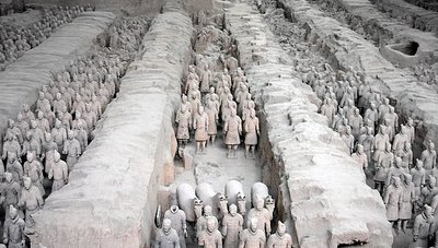 [photo of terra cotta warriors]