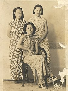 [photo of grandmother with teachers]